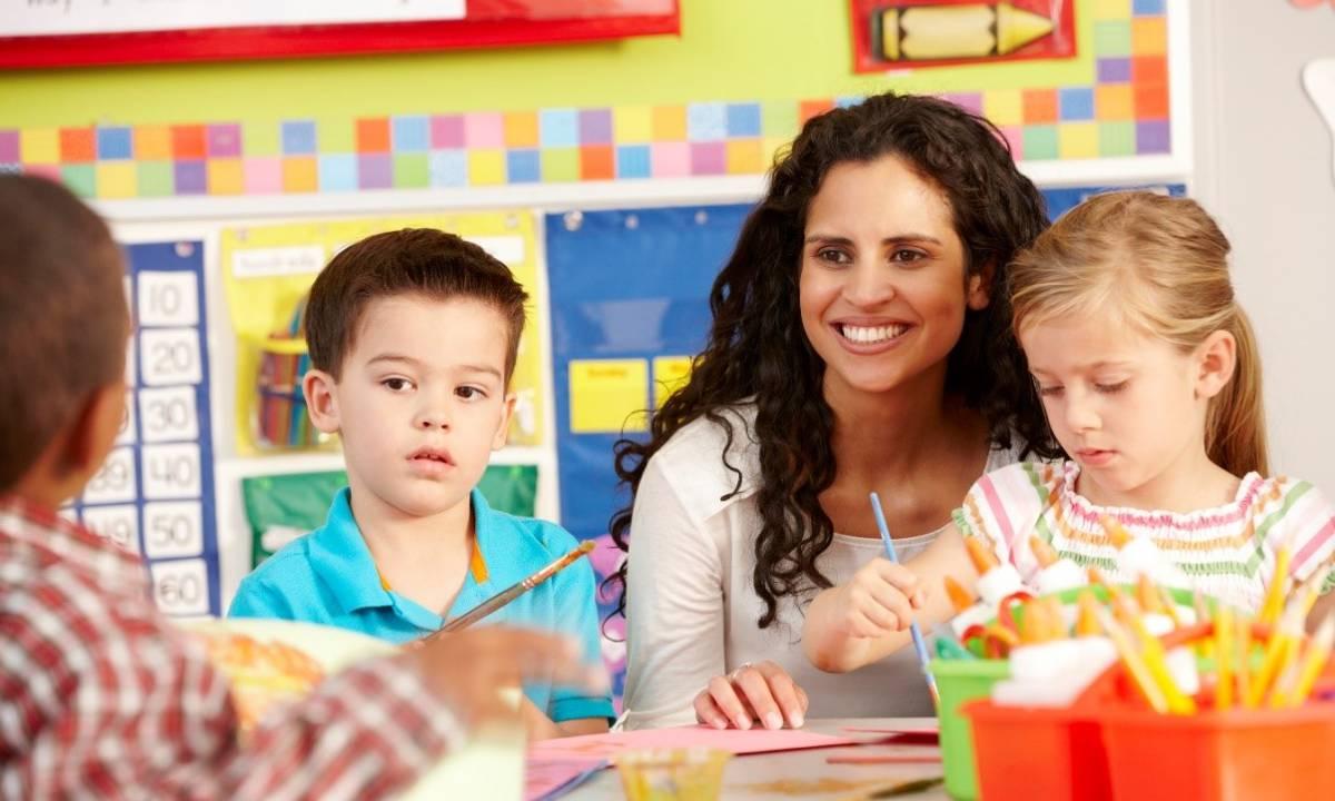 Teacher aide supporting cross-curriculum tasks.